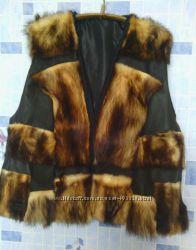 стильный дизайнерский жилет из меха фредки и кожи, размер 54-56