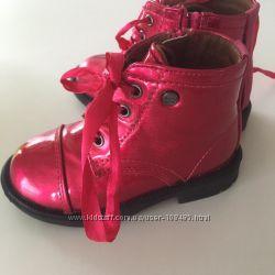 2 пары Деми ботиночек 22 размера новые