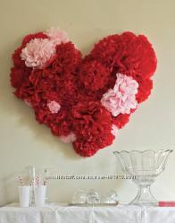 Сердце из бумажных помпонов аксессуар для яркой свадебной фотосессии