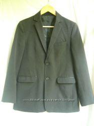 Школьный черный пиджак и брюки под костюм.