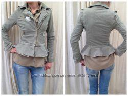 Женственная курточка с баской, Италия джинс р. Xs