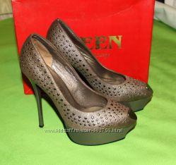 Туфли с заклепками Queen 39р.