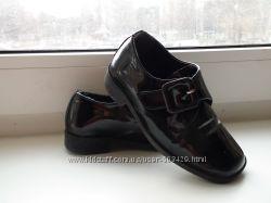 Лаковые туфли Испания, по стельке 16 см от края до края, в хорошем состояни