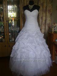 Шикарное свадебн. платье с бисерной вышивкой 46раз.