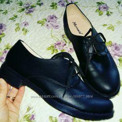 Черные кожаные туфли на шнурках в наличии