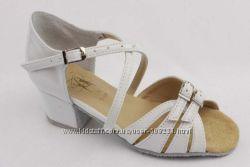 Белые танцевальные туфли для девочек Club Dance
