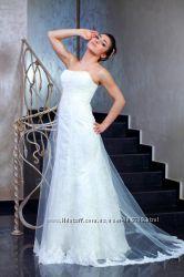 Продам стильное атласное свадебное платье со шлейфом