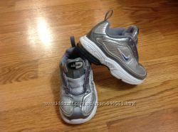 Оригинальные кроссовки Nike Airmax 22-23 размер в отличном состоянии