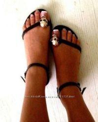 Пошив обуви. Стильные босоножки копия GIVENCHY