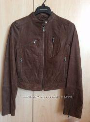 Фирменная кожаная куртка Levis,  размер S