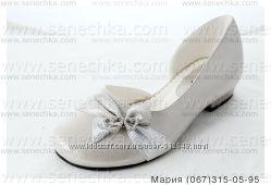 Туфли нарядные праздничные красивые с серебристым напылением для девочек.