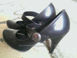 кожаные туфли лодочки на  каблуке  черные, новые