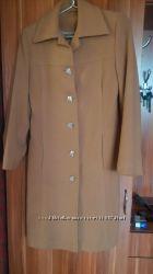 продам демисезонное пальто горчичного цвета