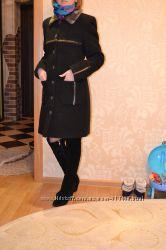 Стильное утепленное пальто с воротником из нерпы
