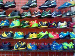 Сороконожки, бутсы, кроссовки и футбольная форма.
