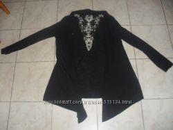 Чёрный кардиган с вышивкой на спине.