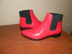 Модные лаковые ботинки челси