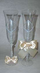 Келихи на весілля. Весільні аксесуари. Весільне шампанське.