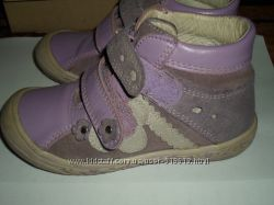 Красивые сиреневые ботинки Bartek в отличном состоянии