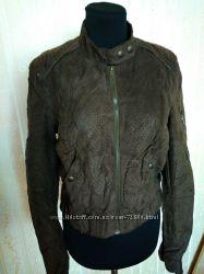 Куртка  фирмы Bershka  из искусственной замши
