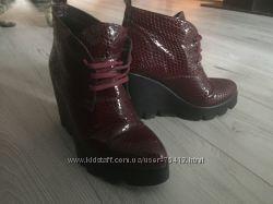 Итальянские трендовые ботинки ботильоны 38 размер 24, 5-25см марсала