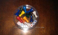Набор пластиковых фишек и кубиков для настольных игр в пластиковом боксе