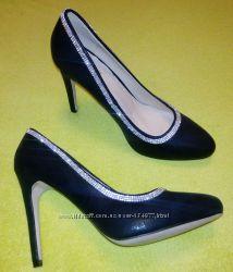 Новые нарядные чёрные туфельки, шпилька, стразики, р. 39, 5-40
