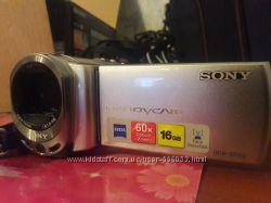 Продам видеокамеру SONY handycam DCR-SX63E