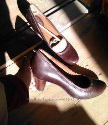 Новые кожаные туфли Clarcks