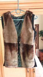 Женская коричневая жилетка размер М