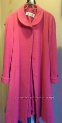 Манто ярко розового цвета на весну и осень