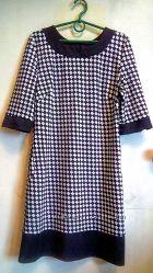 Трикотажное платье модной расцветки