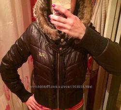 Куртка на синтепоне , теплая, с большим капюшоном