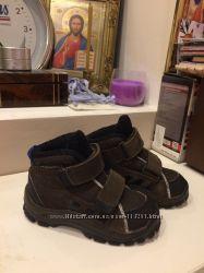 Фирменные ботиночки осень весна Адидас
