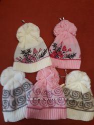 В наличии очень красивые шапочки с орнаментом и вышивкой