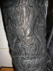 Кожаные сапоги с вышивкой