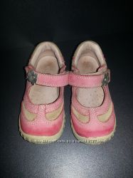 Продам наши любимые туфли ECCO на девочку размер 23.