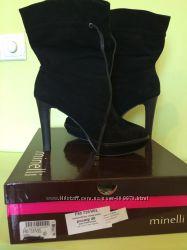 Замшевые ботинки фирмы Minelli