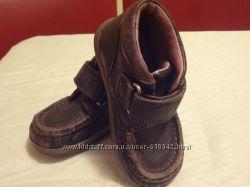 Продам наши демисезонные ботиночки Clarks 5 р
