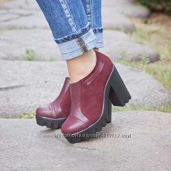Модная красивая женская обувь