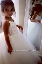 Нарядное нежное платье для девочки