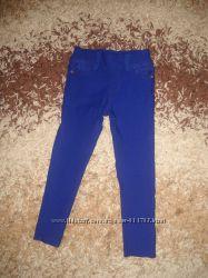 Очень классные стрейчевые штаны 110-122 размера.