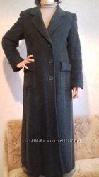 Длиное зимнее пальто зелёного цвета. Состояние хорошее целостное