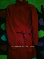 красное пальто зимнее-осеннее 42 и 44 размер