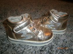 модные, очень красивые кроссовки, ботинки стелька 13, 7 см