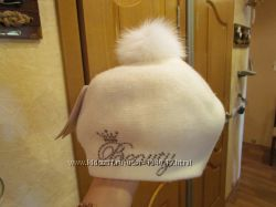 НОВАЯ шапка-берет с натуральным бубоном. Размер 54-56.