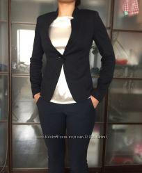 Красивый синий пиджак от бренда Armani Collezioni