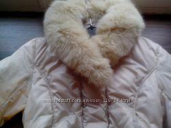 Нарядный зимний пуховик от MAX MARA жемчужного цвета