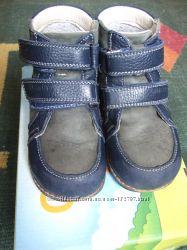 Продам демисезонные утепленные кожаные ботинки для мальчика фирмы Orthobe