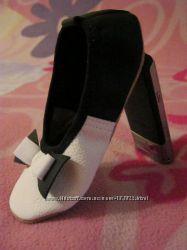 Кожаные стильные черно-белые чешки с бантиком